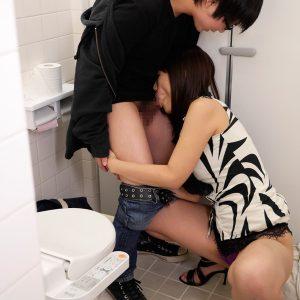 電車で男子を逆痴漢し、トイレでフェラ搾精していく痴女・・・