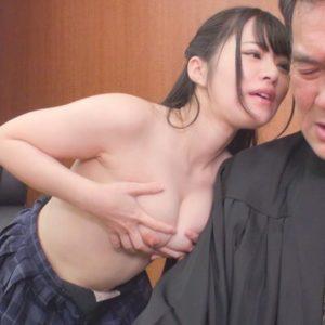 憑依女子校生が相手を有罪にさせるため、裁判官を下品誘惑していく・・・
