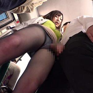 バス車内で発情した爆乳OLが男子学生を誘惑痴漢し、チ○ポを堪能していく・・・