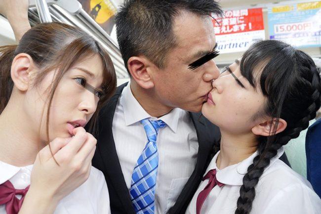 接吻発情女子校生 競い合い ディープキス